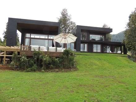 casa en Lago Calafquen Chile: Casas de madera de estilo  por David y Letelier Estudio de Arquitectura Ltda.