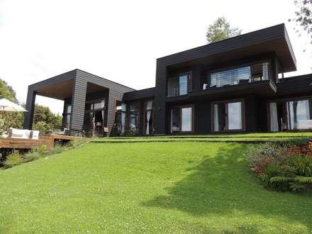 casa en Lago Calafquen Chile: Casas de estilo moderno por David y Letelier Estudio de Arquitectura Ltda.