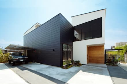 モノトーンの外観デザイン: TERAJIMA ARCHITECTSが手掛けた家です。