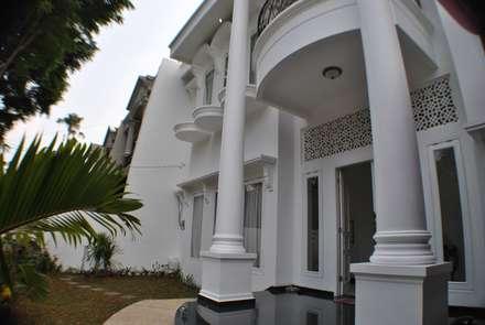 Rumah di Duren Sawit, jakarta:  Teras by Anantawikrama Studio