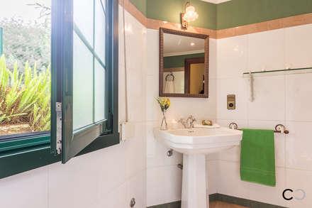 BAÑO: Baños de estilo rural de CCVO Design and Staging
