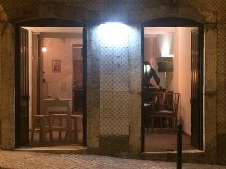 Vista do Exterior: Espaços de restauração  por Leonor da Costa Afonso