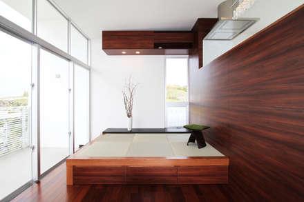 O-Y house: アーキデザインワークス一級建築士事務所が手掛けた和室です。