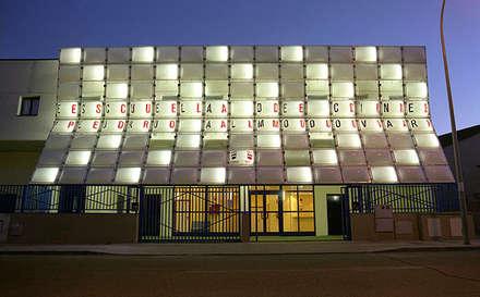 Cierre para una Escuela de Cine: Escuelas de estilo  de Office for Strategic Spaces (OSS)