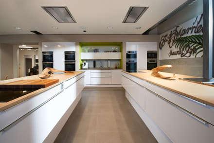 NEXT:  Einbauküche von Küchen-Design KARL RUSS