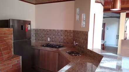 Kitchen units by Richard Lima Arquitetura