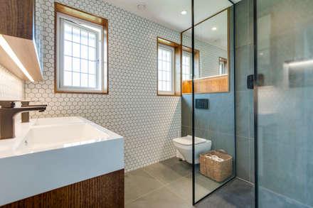 Sandpit Lane : modern Bathroom by Novispace