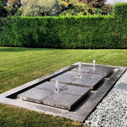 FONTANA - FOUNTAIN GARDEN DESIGN: Laghetto da giardino in stile  di Daniele Franzoni Interior Designer - Architetto d'Interni