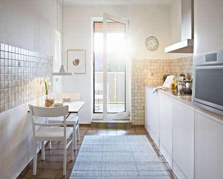 helle und freundliche Küche: rustikale Küche von Home Staging Bavaria