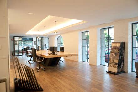 Estudio Gumuzio&PRADA en Las Arenas: Edificios de oficinas de estilo  de Gumuzio&PRADA diseño e interiorismo