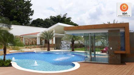 PISCINA CASA LA ENCANTADA: Piscinas de estilo minimalista por ION arquitectura SAS