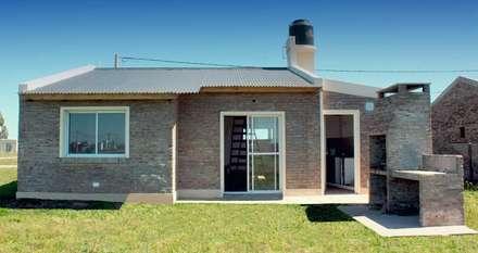 rustikale Häuser von Arq. Gustavo Piazza & Asociados