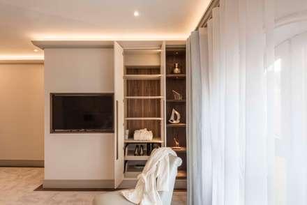 moderne Ankleidezimmer von Prestige Architects By Marco Braghiroli