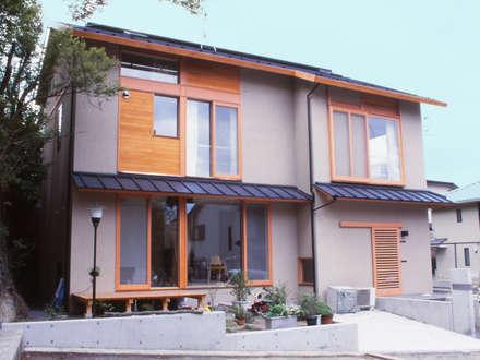 大文字の家: 造形工房 平尾アトリエが手掛けた家です。