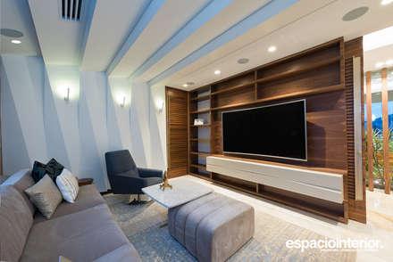 eclectic Media room by EspacioInterior