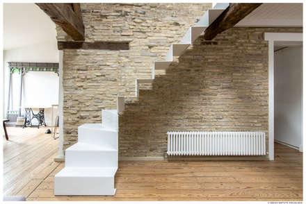 Reforma de Atico en Pamplona: Pasillos y vestíbulos de estilo  de TALLER VERTICAL Arquitectura + Interiorismo