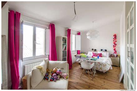 Reforma de Atico en Pamplona: Habitaciones juveniles de estilo  de TALLER VERTICAL Arquitectura + Interiorismo