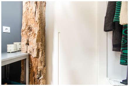 Reforma de Atico en Pamplona: Puertas correderas de estilo  de TALLER VERTICAL Arquitectura + Interiorismo