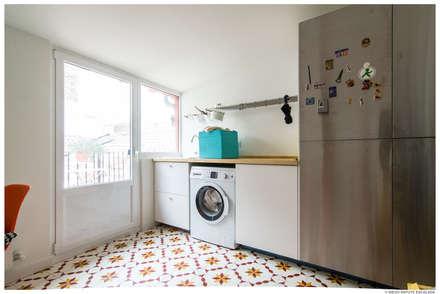 Reforma de Atico en Pamplona: Cocinas integrales de estilo  de TALLER VERTICAL Arquitectura + Interiorismo