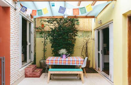 Alma de artista . Casa em São Paulo .: Jardins ecléticos por Koulè Design Afetivo