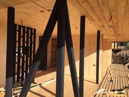 Estructura Fachada Principal: Cabañas de estilo  por Nido Arquitectos