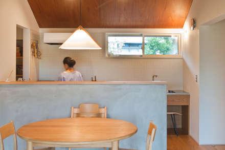下内田の家: 横山浩之建築設計事務所が手掛けたキッチンです。