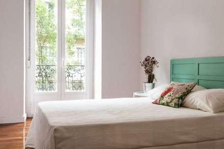 Reforma de Piso: Dormitorios de estilo minimalista de Hirukistudio
