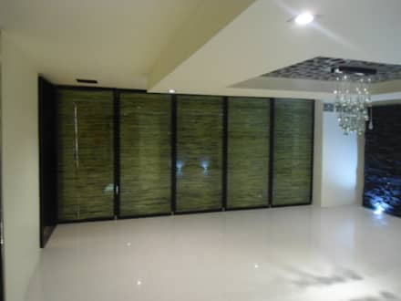 Glass doors by Bello diseño interior