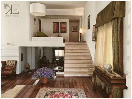 Entrance Foyer:  Corridor & hallway by KE-Architects