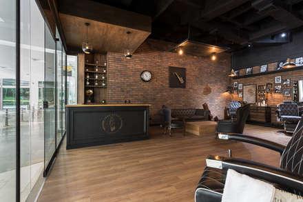Interior barberia: Espacios comerciales de estilo  por Adrede Diseño