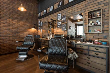 Sillas barbero: Espacios comerciales de estilo  por Adrede Diseño