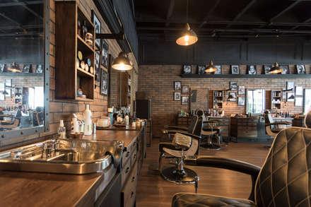 decoracion barberia: Espacios comerciales de estilo  por Adrede Diseño