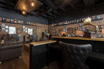 detras del counter: Espacios comerciales de estilo  por Adrede Diseño
