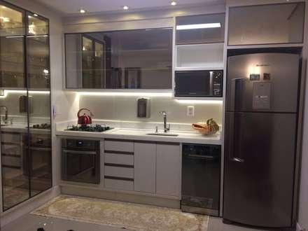 Apartamento en Itajaí Brasil: Cocinas integrales de estilo  por MBdesign