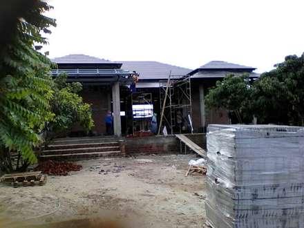 Вальмовые крыши в . Автор – ช่างณมิตร
