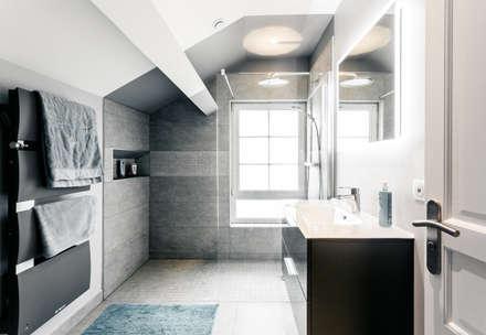 Salle de bain: Salle de bain de style de style Moderne par MadaM Architecture