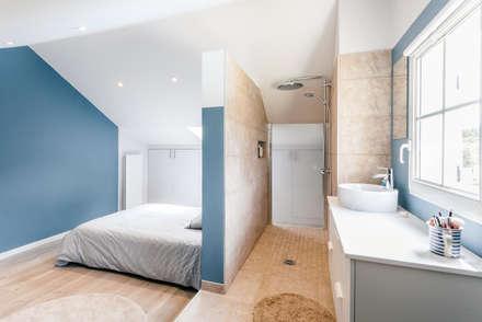 Chambre avec douche: Chambre de style de style Moderne par MadaM Architecture