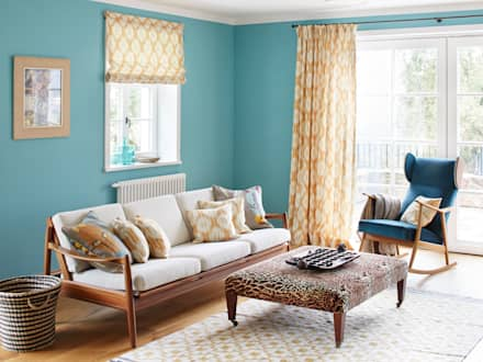 Farbenfrohes Ferienhaus Wohnraum:  Hotels von CASANIER