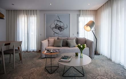 GOYA RESIDENCE: Salas de estar modernas por Tralhão Design Center