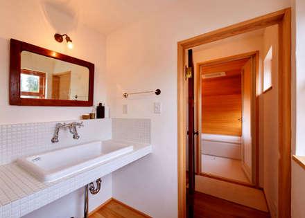 サブウエイタイル: URBAN GEARが手掛けた浴室です。