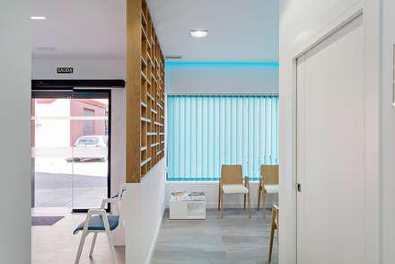 Clinica Doctor Antonio Rios: Clínicas de estilo  de PL Architecture