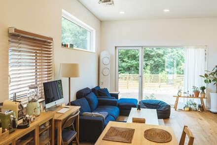 本[bon].집2: AAPA건축사사무소의  거실