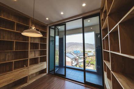 든해: AAPA건축사사무소의  서재 & 사무실
