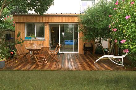 Wood Box: Maisons de style de style Minimaliste par B² atelier d'architecture