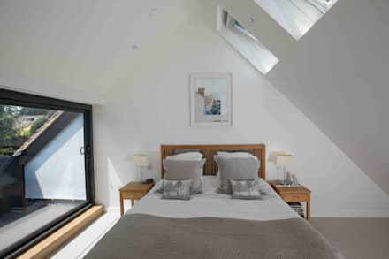 House in Hamble: modern Bedroom by LA Hally Architect