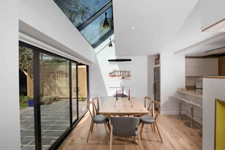 House in Hamble: modern Dining room by LA Hally Architect