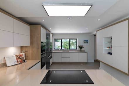 House in Hamble: modern Kitchen by LA Hally Architect