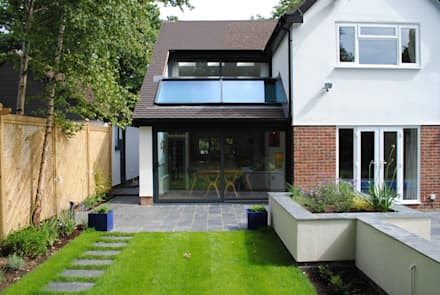 House in Hamble:  Detached home by LA Hally Architect