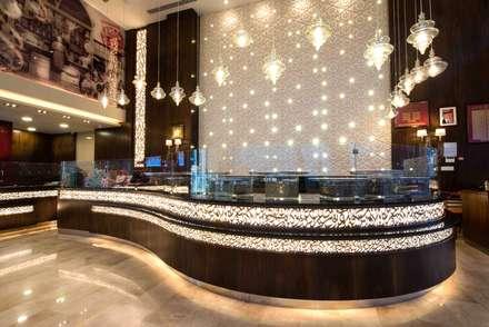 Nhà hàng by Mya Design Consultants