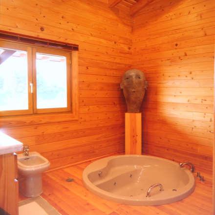 RUSTICASA | Casa na ria | Pontevedra: Casas de banho rústicas por Rusticasa